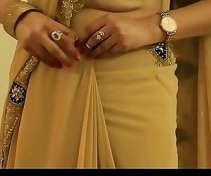 HOT GIRL SAREE WEARING and..